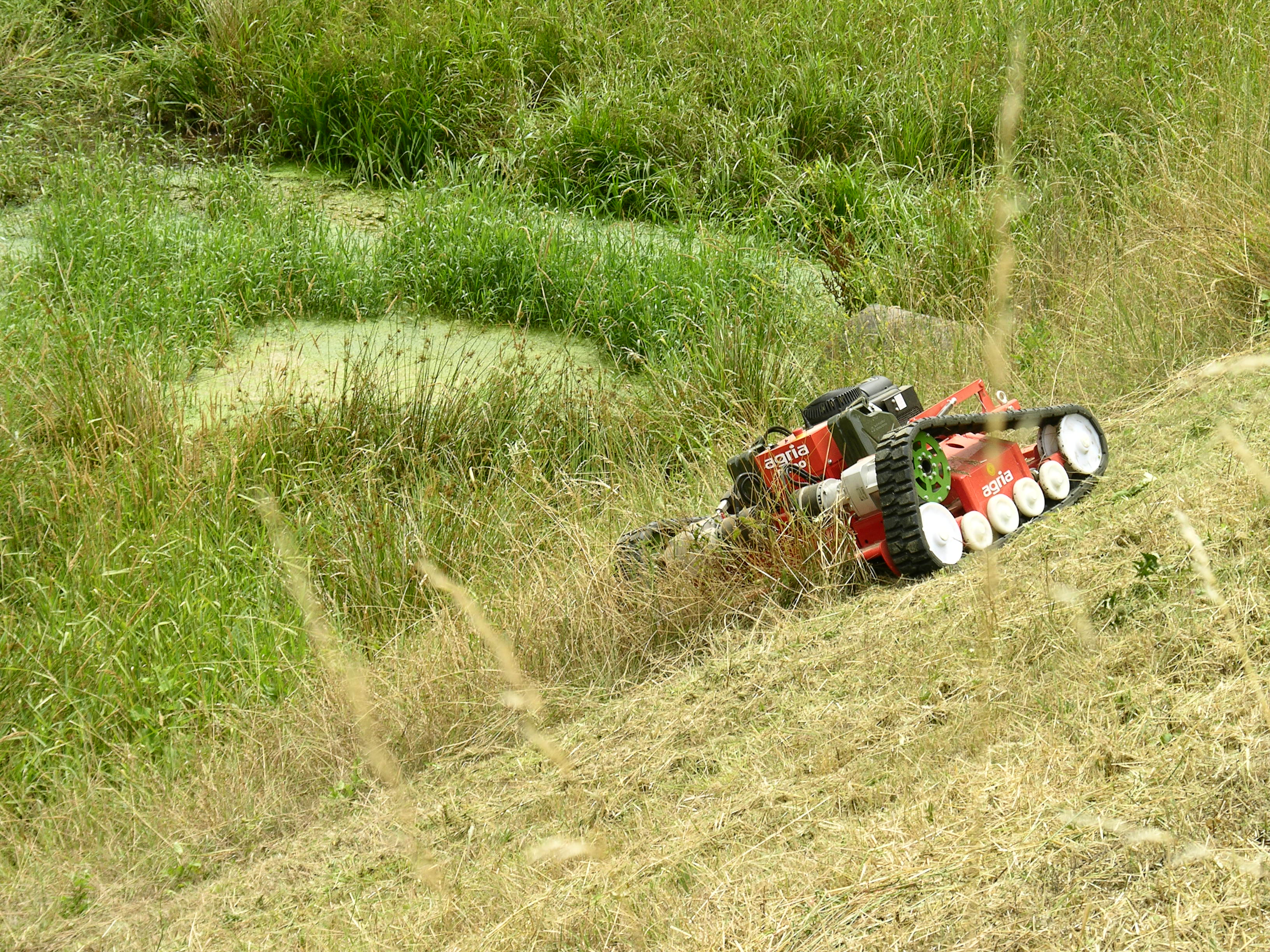 ferngesteuerter hochgras sichelmulcher agria9600. Black Bedroom Furniture Sets. Home Design Ideas